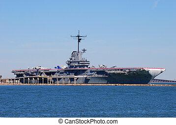Aircraft carrier USS Lexington dockt in Corpus Christi