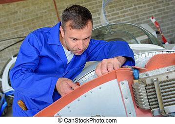 aircraft mechanical engineer