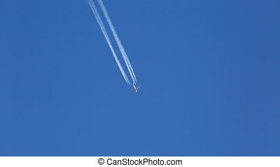 Airplane Contrail - Airplain contrail going through he air
