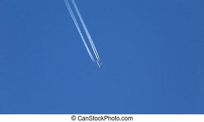 Airplane Contrail - Airplain contrail going through he air
