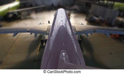 airplane hangar start end loop