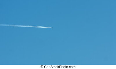 Airplane vapour trails