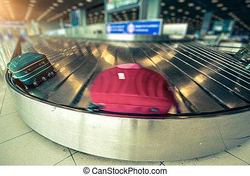Airport cargo belt