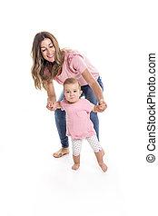 ajuda, dela, passeio, aprendizagem, mãe, menina bebê