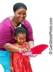 ajudando, criança, mãe, laptop., africano