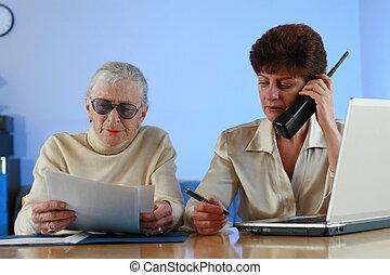 ajudando, sênior, trabalhador, woman., social
