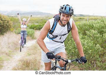 ajustar, atraente, par, ciclismo, ligado, montanha, rastro
