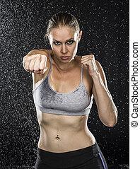 ajustar, mulher, em, perfurando, pose, contra, gotas água