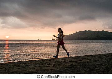 ajustar, mulher jovem, executando, praia, durante, férias verão, em, flores, ilha