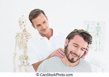ajustement, mâle, chiropracteur, cou