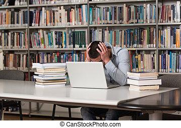 akcentowany, student, czyn, jego, praca domowa, na, przedimek określony przed rzeczownikami, biurko