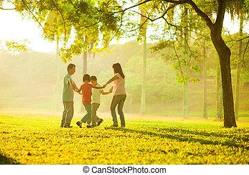 akker, vrolijke , aziatische familie, spelend