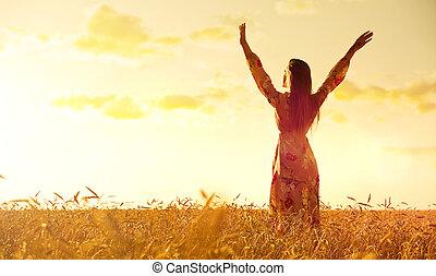 akker, vrouw, tarwe, ondergaande zon