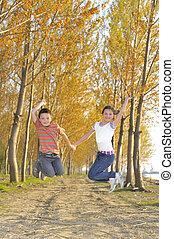 aktivál, ugrás, gyerekek, boldog