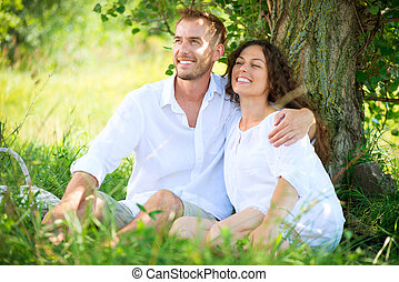 Al aire libre,  picnic, familia, pareja, joven, parque, teniendo, feliz