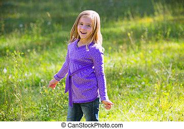 al aire libre, pradera, verde, rubio, niña, feliz, niño