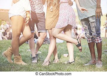 alacsonyabb gerezd, közül, barátok, -ban, a, fesztivál