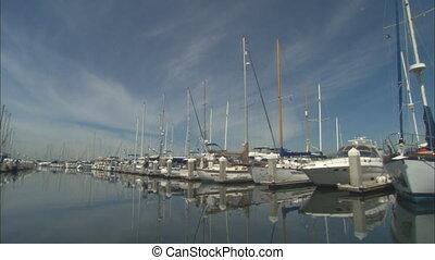 AlamedaMarina_WSboatway.mov