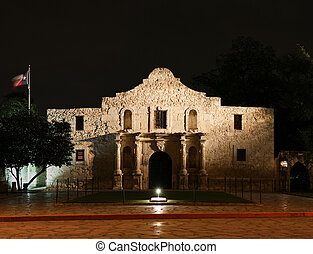 Alamo at Night - the Alamo lit up at night in San Antonio ...