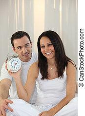alarme, mulher segura, relógio