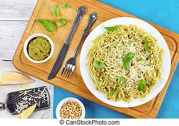 albahaca, espaguetis, salsa del pesto, italiano