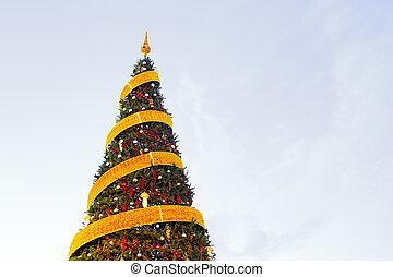 albero natale, con, nastri, ornamento, copy-space, fondo