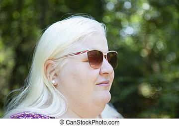 albino, mujer, exterior