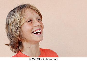 albo, szczęśliwy, koźlę, śmiejące dziecko