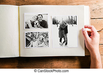 album, photo, couple., main, studio, tenue, images, personne agee
