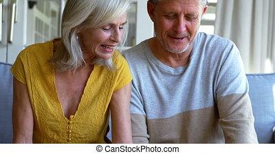 album, porche, photo, couple, regarder, 4k, personne agee