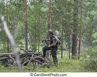 alce, el suyo, cazador, espalda, arco, lleva, bosque, bosque...