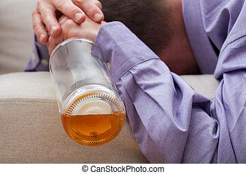 alcohólico, sueño, con, un, botella vacía