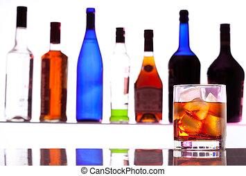 alcohol, bebida, con, botellas, en, el, plano de fondo