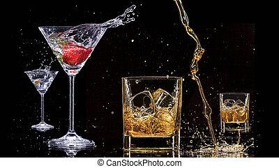 alcohol, bebidas, con, salpicaduras, aislado, en, fondo negro