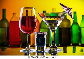 alcohol, bebidas, y, cócteles, en, barra