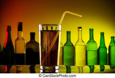 alcohol, cóctel, con, paja, en, barra