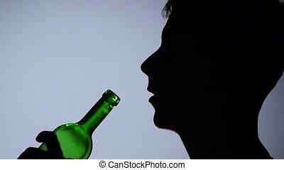 alcohol., haut., lent, hommes, grey., bottle., fin, boire, mouvement, vin rouge