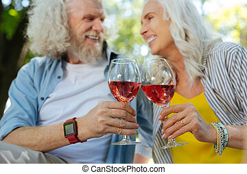 Selective focus of glasses with wine