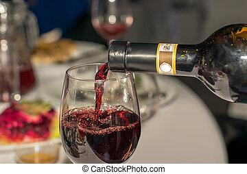 alcolico, piatti, ristorante, bevanda, versare, delizioso, servito, coperto, tovaglia, tavola, bianco, occhiali