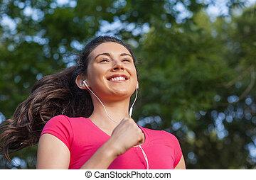 alegre, deportivo, mujer, jogging, en, un, parque