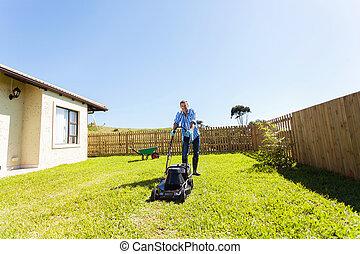 alegre, gramado, homem, jovem, mowing