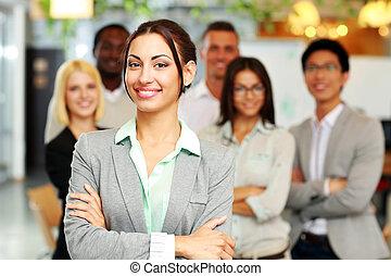 alegre, grupo, de, colegas trabalho, ficar, em, escritório