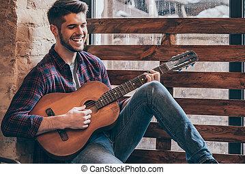 alegre, guitarist., alféizar, sentado, joven, guitarra,...