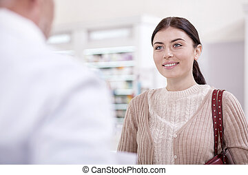 alegre, hembra, cliente, preguntar, para, recomendación