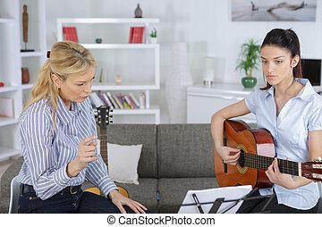 alegre, jovem, adolescente, músico, violão jogo