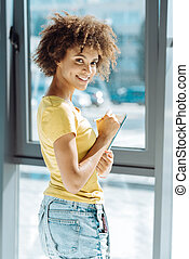 alegre, jovem, americano afro, estudante, fazer anota