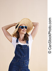alegre, mujer, sombrero, sol, gafas de sol