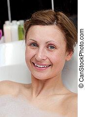 alegre, mujer, teniendo, baño