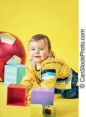 alegre, niño, juego, ladrillos del juguete