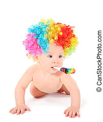 alegre, pelado, bebê, palhaço, com, mulicolored, peruca, e, soprador partido, é, rastejando, fours, e, olhar, away., isolado, colagem